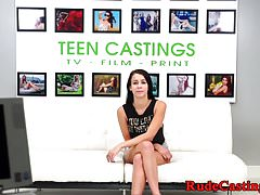 Zakneblowany nastolatek amatorski i filmowany