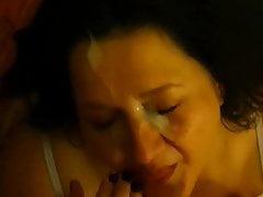 Slut che succhia il latte in faccia