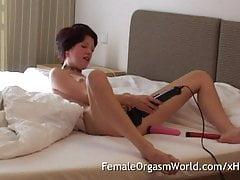 Guardando Nora Masturbarsi e Cumming con i suoi giocattoli