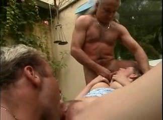 Девушка мастурбирует мокрую киску видео