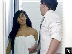 NF Busty - La maîtresse chaude Shay Evans se fait baiser dans la cuisine