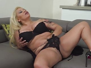 Blonde Facial video: Sexy Mature Latina Solo