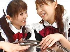 Chihiro Hasegawa e Mayura Hoshitzuki si scambiano sborrate