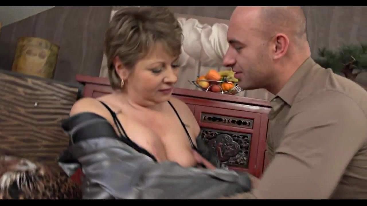 Порно лесби с пухлой киской