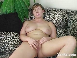 yanks brunette krissy kream masturbates