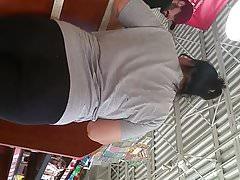 Tlustá zralá skupinová kořist v leggings