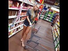 Szczery podglądacz gruby, gorąca blondynka w Walmart w szortach