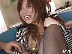 Biały gruby creampie dla Konatsu Aozona po seksie