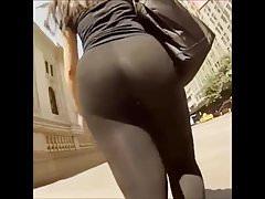 Obrovské zakřivené kruhové průhledné procházení na ulici