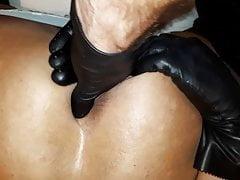 sfregamento della figa gloved