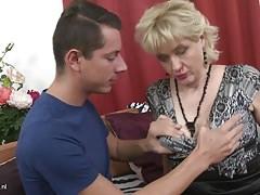 Taboo casa sesso con procace madre e figlio
