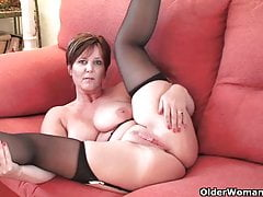 Britain's most hottest grannies showing their pussy