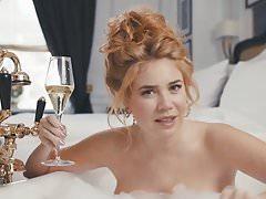 Palina Rojinski nackt in der Badewanne
