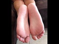 Goula muove i suoi piedi sexy (misura 39)