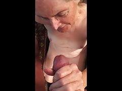 La abuela ama la sensación de cum caliente