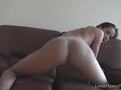 Incredibile ragazza ama posare mentre indossa collant