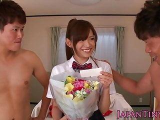 小女生Mayu Nozomi喜歡三路