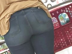 Tall Girl Has Ass - Candid PAWG