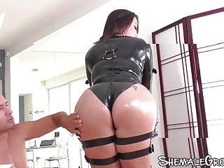 Good looking tranny with nice curves sodomizes guys ass