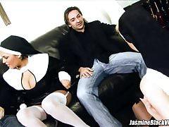 Jasmine Black und Tarra White ficken zwei Männer in Vierwegsündern