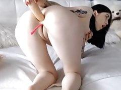 Seksowna nastolatka grająca z dupkiem