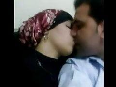 Hidżab zgubił się po tym, jak zerżnął jej bieliznę