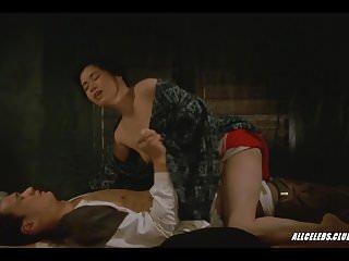 在末日村的Midori Satsuki
