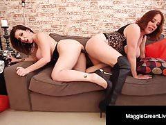 Scissor Fuckers Maggie Green e Sara Jay Fondle Tits & More!