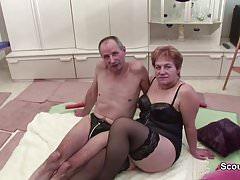 Babička a děda kurva před kamerou a sousední pomáhá