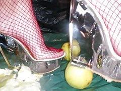 Lady L schiaccia mele e muli chiari.