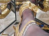Gold Stilettos and ff seamed NYLONS