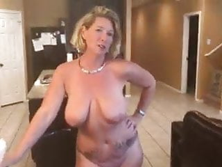 Tattoo Pissing video: pissing pussy in boots