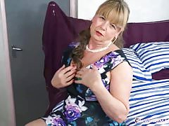 OmaGeiL Hot Busty Mature Lady Solo Striptease