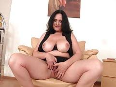 Madura mãe linda com corpo curvilíneo