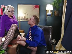 Brazzers - Big Tits at Work - Scena Defiance w biurze