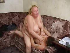 Porno napalonej rosyjskiej babci z młodym facetem