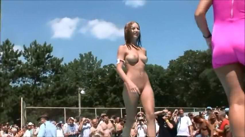 Красивое порно лесби с мужчиной