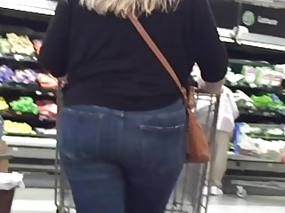Blondes Babes Voyeur video: Chubby Blonde Tight Jeans Ass