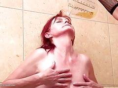 Sexo tabú lésbico sucio con mamá e hija