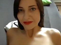 Enfoncer Amazing Brunette en lingerie avec Ejaculation sur les seins