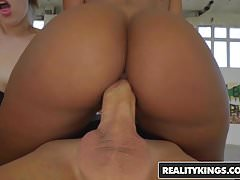 RealityKings - Euro Sex Parties - Allenamento sessuale