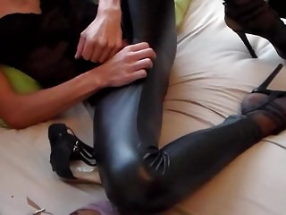 I LOVE LEATHERLEGGINGS AND HIGH HEELS !!