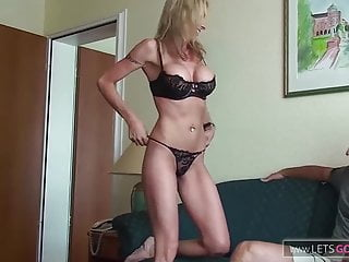 Hardcore Big Tits Mom video: MILF Escort Hotelzimmer fick mit User von LETSGODIRTY.COM