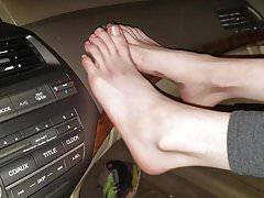 Masturbazione con i piedi da un amico pt 1 di 4