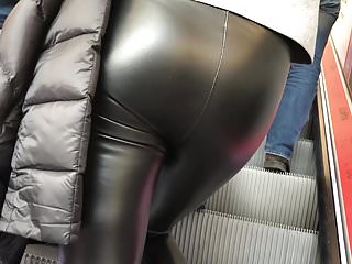German Milfs Leather video: MILF in shiny leather Leggings #1