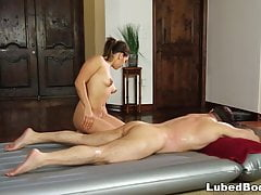 Sara Luvv fa un affare - Fantasy Massage
