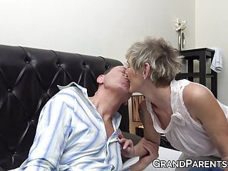 Big Cock Facial Threesome video: Hot granny teaches naughty redhead how to suck grandpa