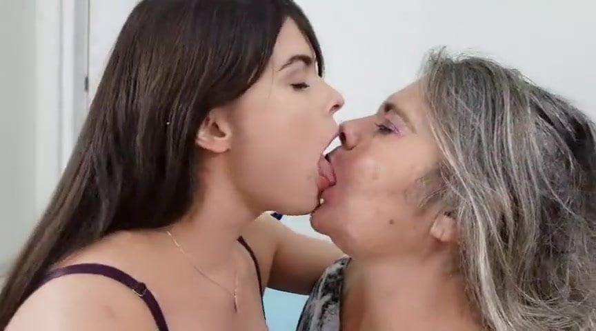 Real Lesbian Kiss Amateur