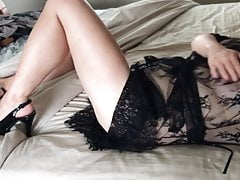 Sexy moglie con i tacchi