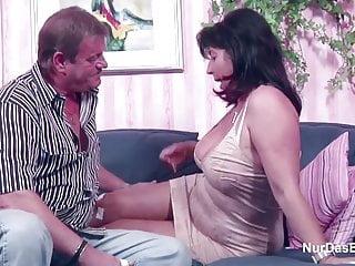 德國媽媽和爸爸在色情鑄造少錢